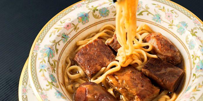 170830110533-taiwan-beef-noodles-niu-ba-ba-presidential-beef-noodles-full-169