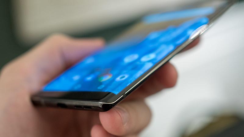 nokia-8-sirocco-black-10 Trên tay và đánh giá nhanh Nokia 8 Sirocco: Một Nokia hoàn khác với màn hình tràn viền