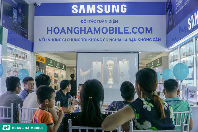 Nhìn lại bộ ảnh người hâm mộ cùng Hoàng Hà Mobile cổ vũ Pháp trong trận Chung Kết World Cup