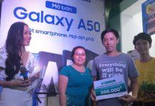 Tưng bừng ngày Galaxy A50 mở bán, cháy hàng ngay sau đó