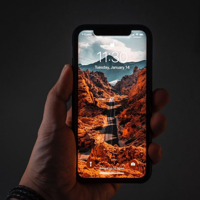 iPhone màn hình ám vàng