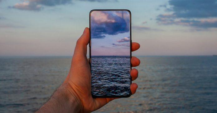 smartphone-camera-an-duoi-man-1