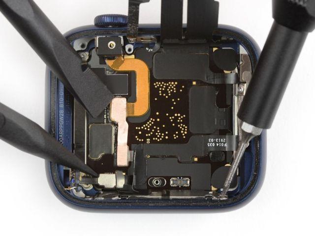 apple-watch-series-6-khi-duoc-mo-xe-2