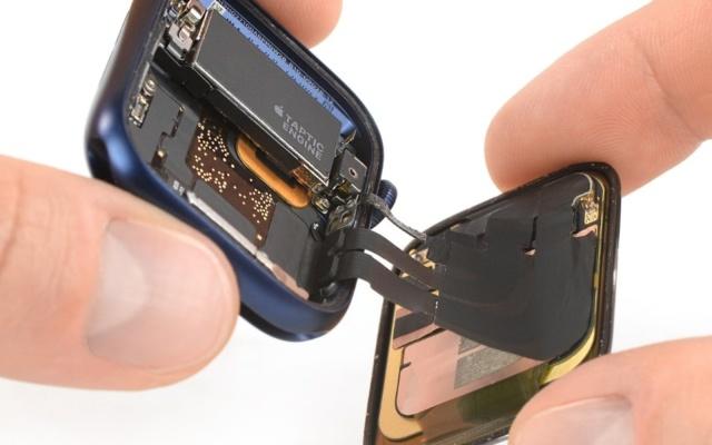 apple-watch-series-6-khi-duoc-mo-xe-3