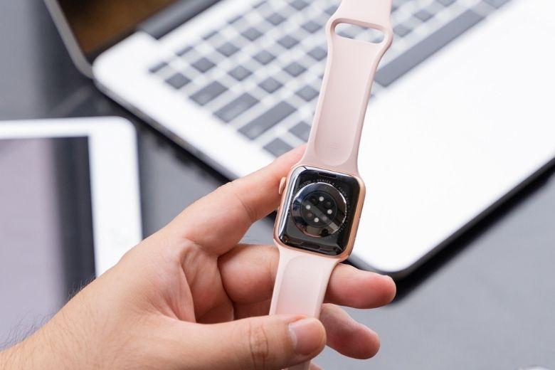 Apple-Watch-series-6-mat-lung
