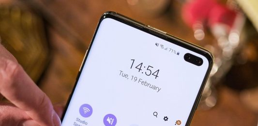 AndroidPIT-samsung-galaxy-s10-plus-front-camera-detail-g3gt-w810h462